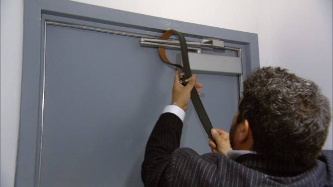 How to Use a Belt to Barricade a Door During a Shooting   Inside Edition